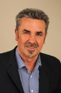 Fahrlehrer, geboren 1954, verh., 3 Kinder, Gemeinderat seit 1999, Mitglied des TCP, Ehrenvorsitzender vom BDS PLD. e.V. (Bund der Selbständigen Pleidelsheim e.V. )